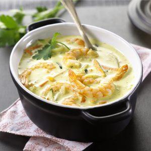 Gambas al curry y delice de arroz con juliana de verduras crujientes